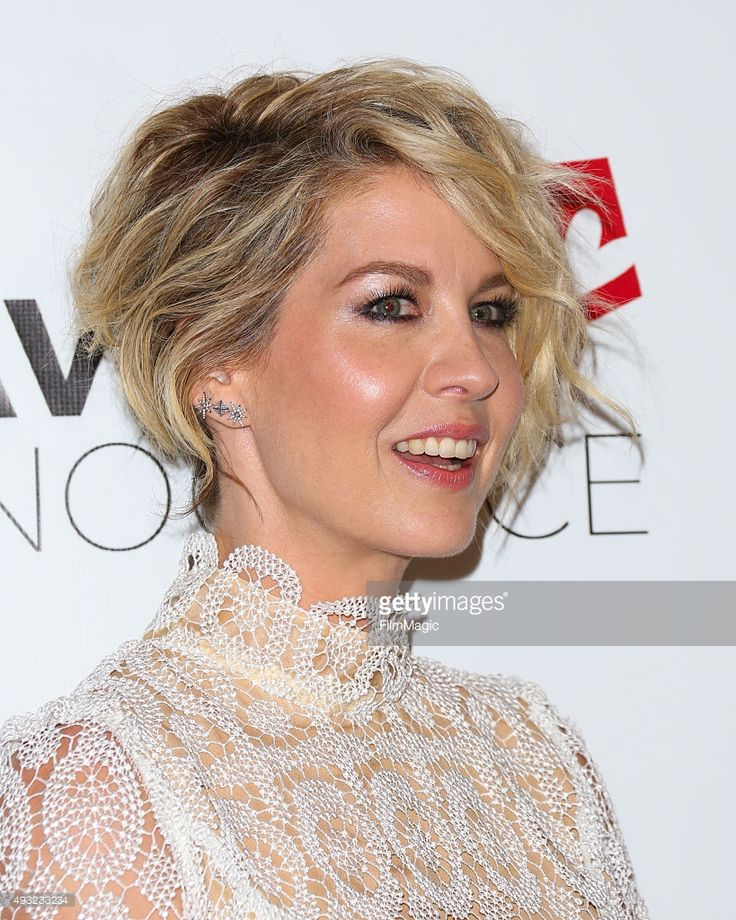 Actress Jenna Elfman attends the 4th Annual Saving Innocence Gala at SLS Hotel on October 17, 2015 in Beverly Hills, California.