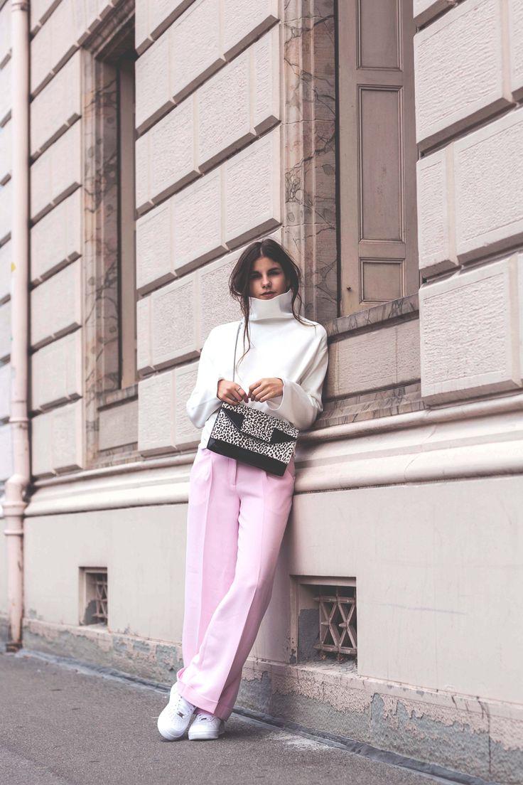 The-Fashion-Fraction-Nanushka-Saint-Laurent-Betty-Bag-Snow-Leopard-Nike-Sneakers-Pink-Pants-White-Turtleneck-Sweater-10