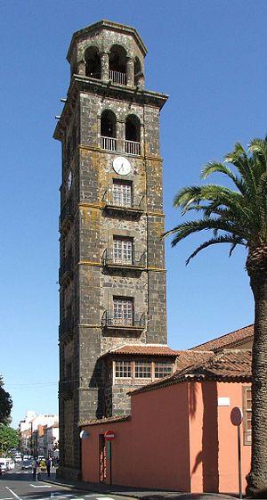 .Su emplazamiento en ese lugar lo estableció el Adelantado Fernández de Lugo tras la celebración de la festividad del Corpus en 1496. Fundada en 1511, es la parroquia matriz de la isla de Tenerife, pues de ella salieron todas las demás.as que la Villa de Abajo (lugar donde se emplazan la Catedral de La Laguna y la Plaza del Adelantado) contaba con el poder político y religioso.