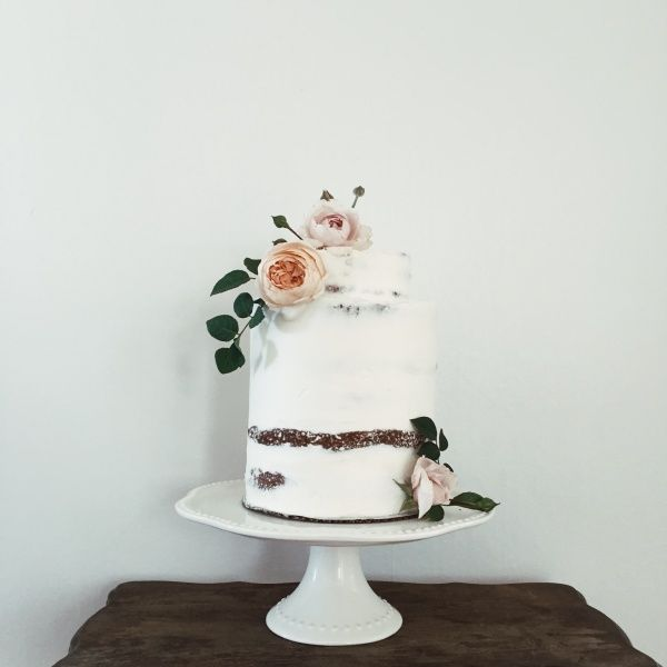 Minimal wedding cake.