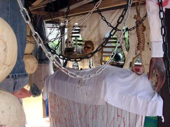 17 best images about haunted circus ideas on pinterest for Homemade haunted house effects