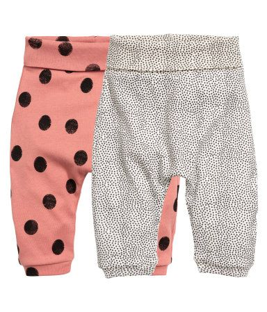 Rust pink. CONSCIOUS. Leggings in soft organic cotton jersey with a printed pattern. Wide foldover ribbing at waist and narrow ribbing at hems.