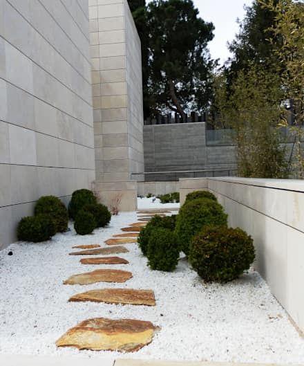 Patio de grava: Jardines de estilo minimalista de ISAURA ROMEO ESTUDIO DE PAISAJISMO