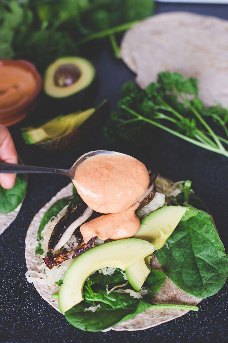 Zuurkoolwraps uit het Groene Meisjes boek. Om te vieren dat ons boek is uitgeroepen tot Lekkerste Vegetarische Kookboek van 2015!