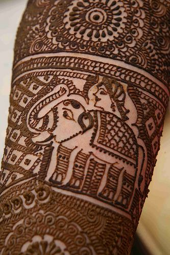 Adorable elephant mehndi design! I would love to incorporate something like this into my bridal mehndi.