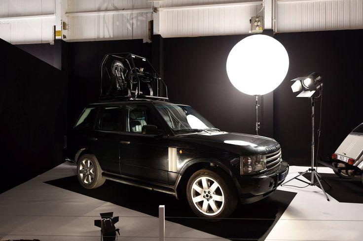 """L'exposition du Mondial de l'Automobile à ne pas manquer : """"Moteur ! L'automobile fait son cinéma"""".  Range-Rover Top Rider - Baby Sitting  RDV Hall 8 jusqu'au 16 Octobre !"""