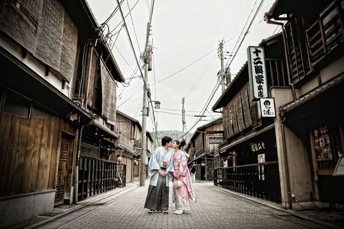 © Eyeshot Studio Photography. Pre-wedding photos at Gion District, Kyoto