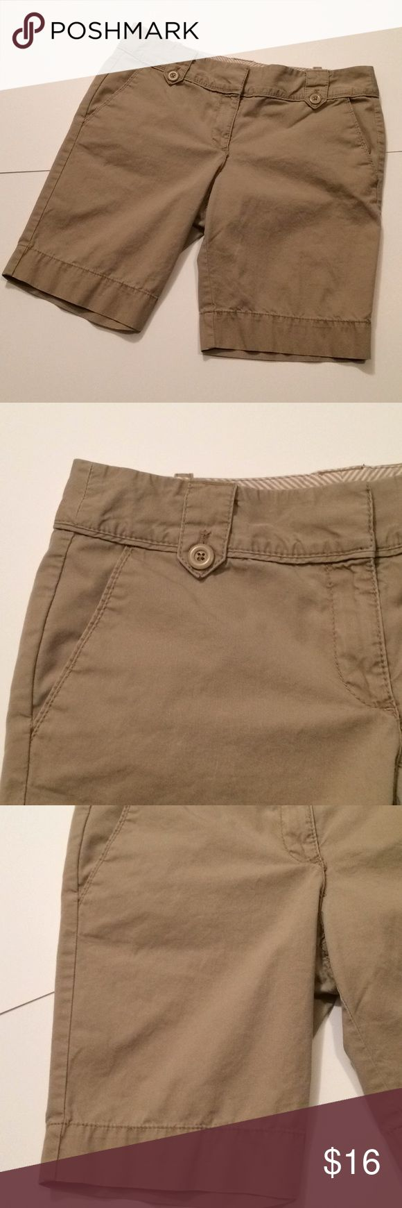 "$13 euc loft tan chino style shorts Euc! ✔The price in the beginning of the title of my listings is the bundle price. These prices are valid through the ""make an offer"" feature after you create a bundle. These bundle orders must be over $15. Ask me about more details if interested.  ❌No trades ❌No holds ❌No model photos ❌No additional measurements LOFT Shorts"