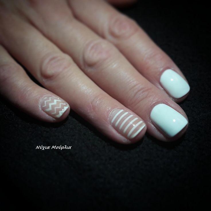 nailart~handmadenails~lines nails~minimal nails~whitenails