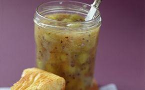 Stikkelsbærsyltetøj med ingefær Dejlig marmelade der smager super godt sammen med salatost og godt brød.