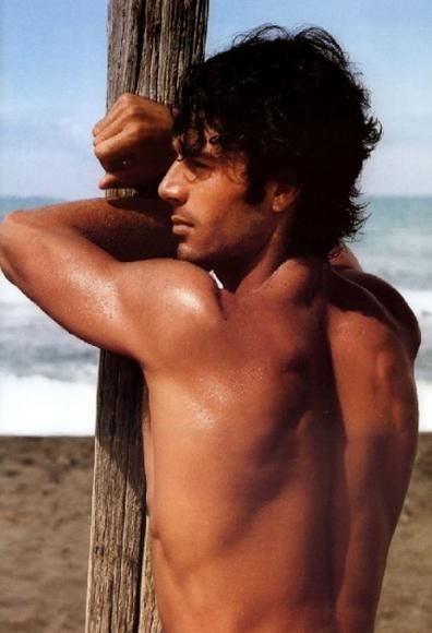 Luca Argentero, Italian men are the most beautiful in the world and some of the most sensual, they have no qualms about it unlike some others!