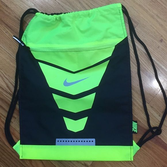 Nike Tote/back pack Black & Lime Green Nike tote/back pack. Brand new and never used. Tag was removed. Can be used and carried as a  back pack or a tote. Great for the gym. Front zipper offers extra room. Nike Bags