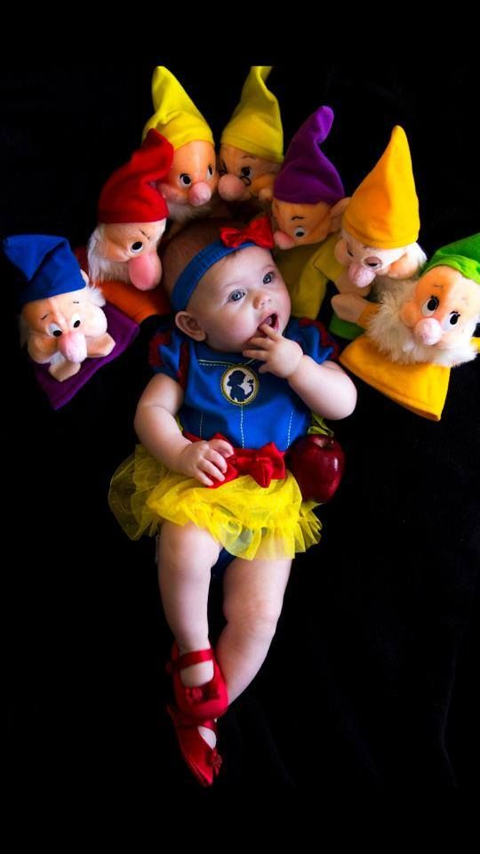 Infant Snow White and the seven dwarves costume! Easy DIY baby costume for girls and Disney Princesses