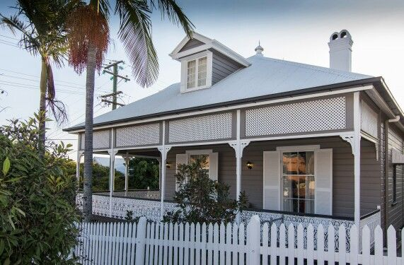 House painting by Applied and Decorative Painting - paintwork was restored and colours chosen in consultation with an expert colourist. This beautiful landmark Queenslander is situated in Albion, Brisbane Australia.