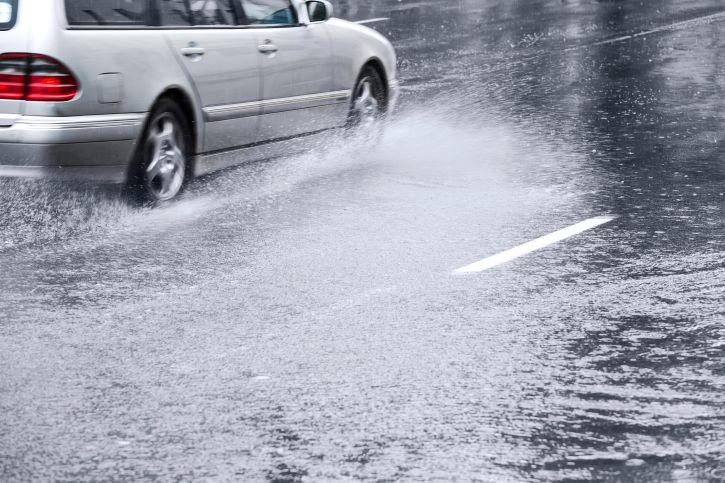 Teste - Você sabe dirigir na chuva? | Bolsa de Mulher