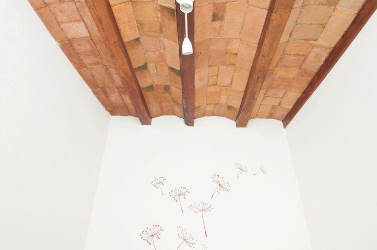 detalle techo y vinilo dormitorio burdeos #proyectoturisticosants - iloftyou