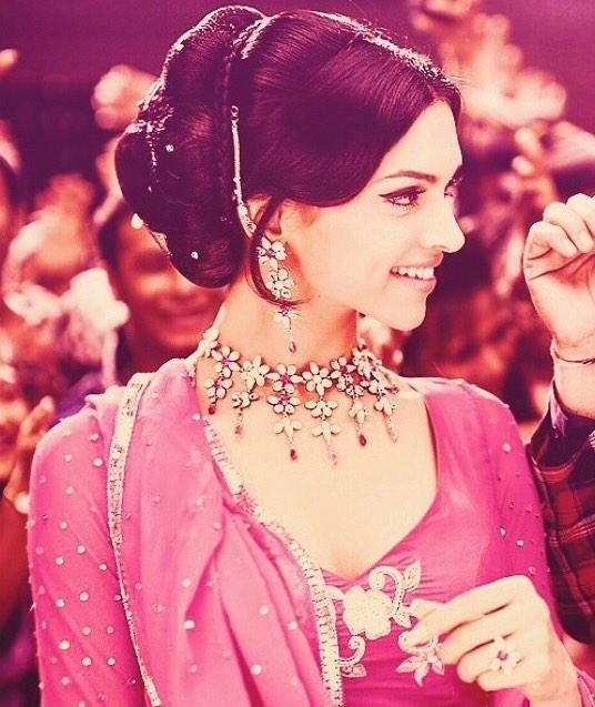 Shanti Priya- Deepika Padukone in Om Shanti Om