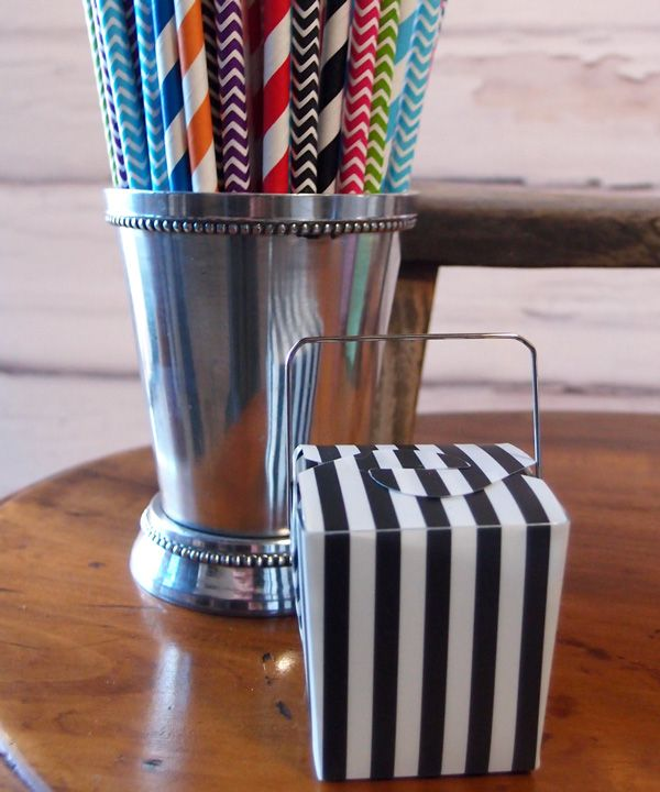 Adorable mini striped paper take-out box in black and white with a wire handle. This fun black-and-white paper take-out box is perfect for crafts, party favors, wedding favors, gift boxes, and so much more. Simply fill with candy and goodies, wrap with ribbon, and attach a gift tag to give your guests a unique present!