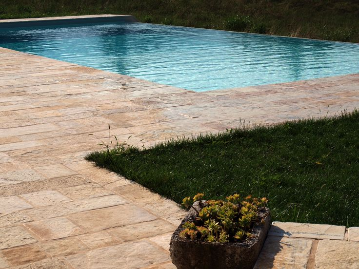#floor #pool #natural #garen #stone #pebbles #flooring #lovering #italian
