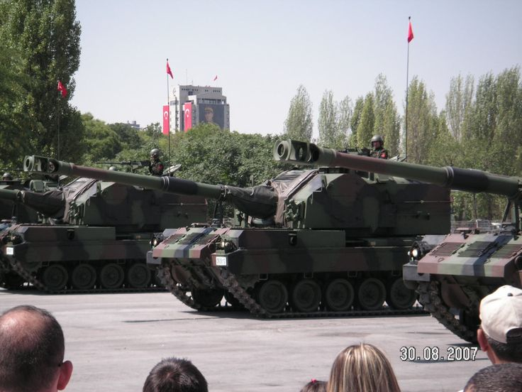 turkish military | Self-propelled howitzer M52T Turkish army Turkey Military parade ...