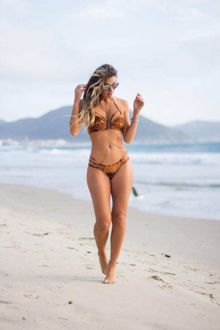 Pouca Roupa moda praia Ahhh como eu me empolgo com o verão!! Acho a estação tão alegre, divertida, movimentada… Parece que o sol enche nossas vidas de energia e deixa a gente mais feliz, mais bonita, mais tudooo!! Vcs também sentem isso?? Essa semana tive um... #bikínis #biquinis #lookdepraia