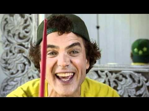 Dirk Scheele met het nummer ´Ik trommel op alles wat ik zie´ uit de tv serie Huis, tuin en keukenliedjes op Nickelodeon.