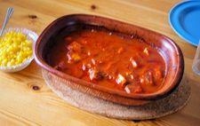 Kyckling med tomatsås i lergryta