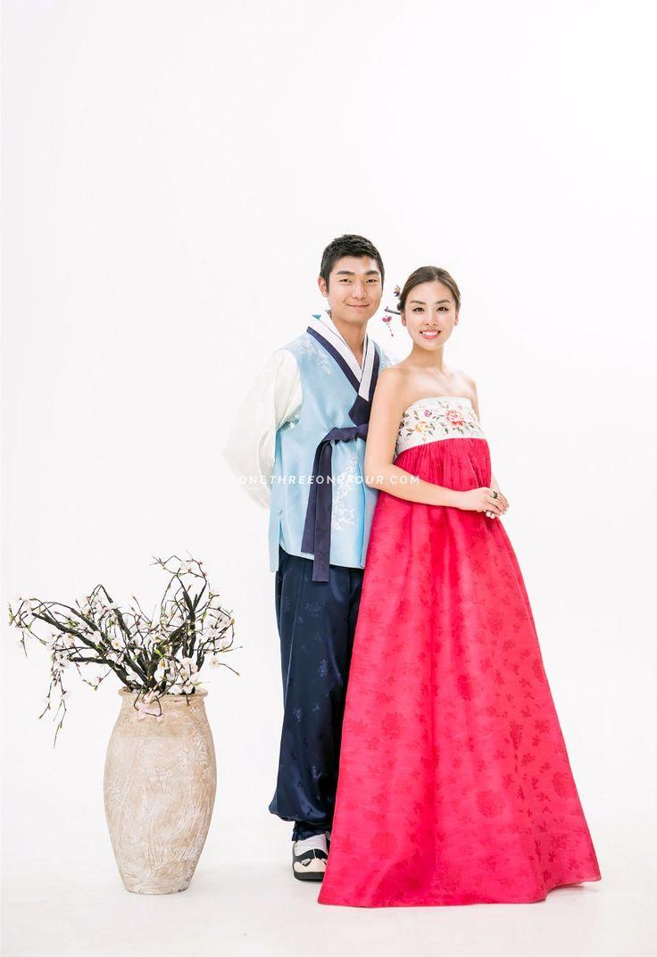 Korean hanbok wedding photoshoot with SUM Studio via OneThreeOneFour.com
