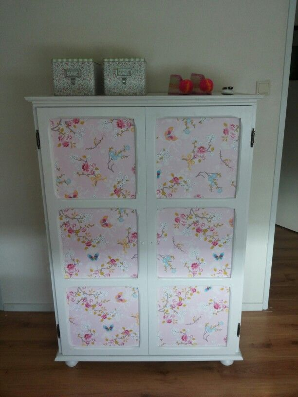 Old closet. Painted and put some girly wallpaper on it. Restyled by me for my daughter. #kledingkast ge restyled. Wit geverfd en voorzien van PiP studio behang.