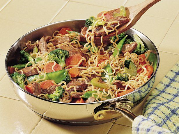 It's skillet night and that means dinner's ready in minutes.  Enjoy this beefy one with noodles and veggies too!