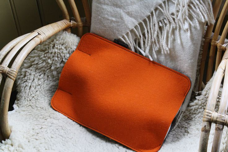 Hot water bottle (Fashy ®, made in Germany) with sleeve made of 3 mm coloured wool felt with 2 mm grey technical felt. Feature The highly insulating (wool) felt keeps the hot water bottle warm. Can be used as a pillow on your couch, on the floor or in your bed: for relaxation and a feeling of wellbeing!  Dimensions 31.5 x 23.5 x 4 cm (h x w x d)
