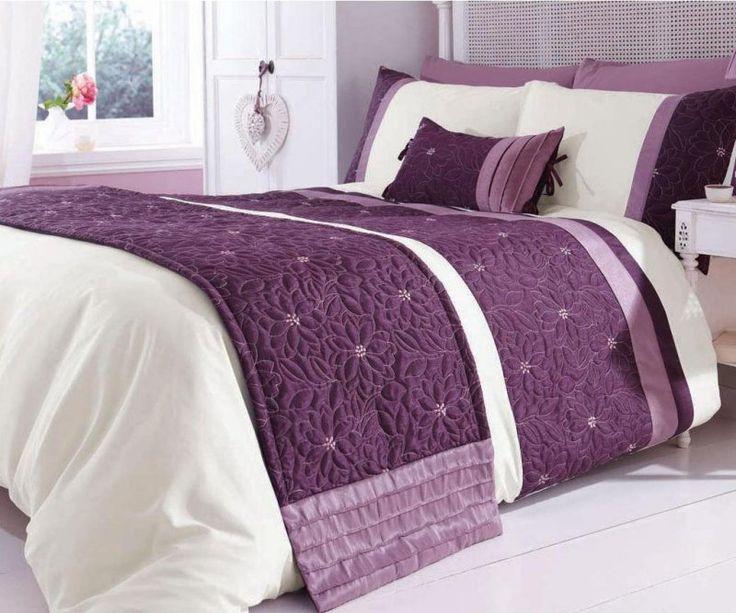 Linge de lit blanc et lilas dans la chambre adulte for Photo chambre adulte romantique