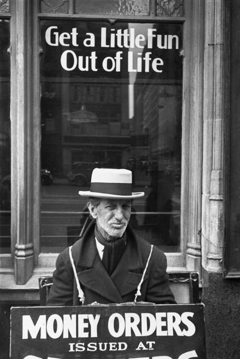 Henri Cartier-Bresson, Manhattan, New York, USA, 1939. © Henri Cartier-Bresson/Magnum Photos.