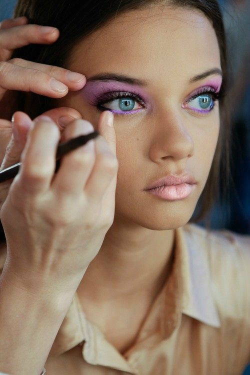 Bold eyes with neutral lip