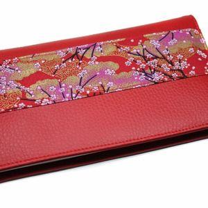 Protège chéquier rouge en simili cuir décoration tissu japonais