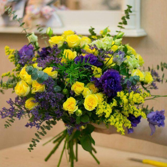 Кисленький вчерашний букет(Перезаливаю в хорошем качестве)!Спасибо  тебе, Паша)@___pascha___#флористика#флорист#яфлорист#букет#букетцветов#композиция#букетсдоставкойвсамаре#цветы#яркийбукет#яркиекраски#желтые#желтый#yellow#flora#floristic#florist#bouquets#flowers#flower#floral#flowerstyles_gf#flowerstagram#instaflower#цветысдоставкойсамара#букетсамара