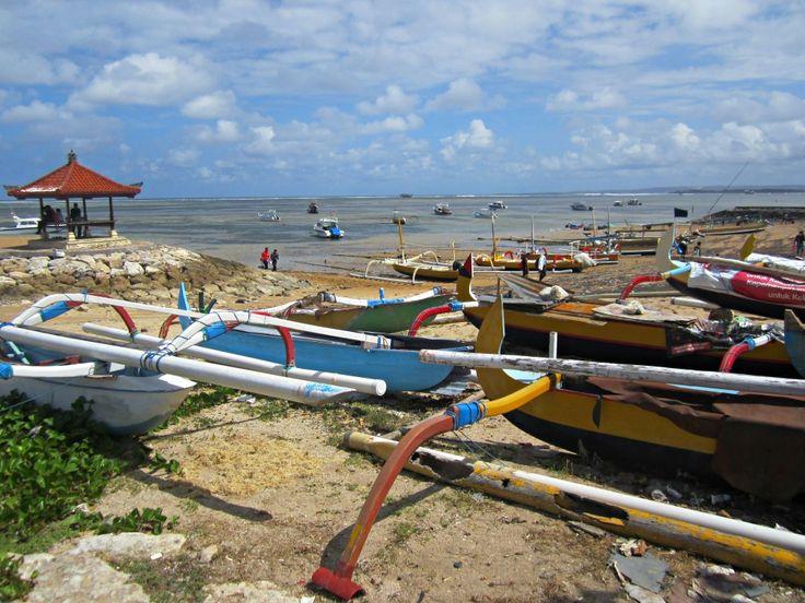 Plage de Sanur blog voyage Trace ta Route www.trace-ta-route.com http://www.trace-ta-route.com/escapade-bali/ #tracetaroute #sanur #bali #indonesie #beach #plage #indonesia #bateaux #boats