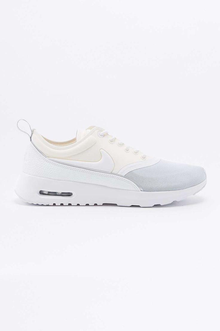 Achetez vite Nike - Baskets Air Max Thea Ultra grises et blanches sur Urban  Outfitters. Choisissez parmi les derniers modèles de marque en différents  ...