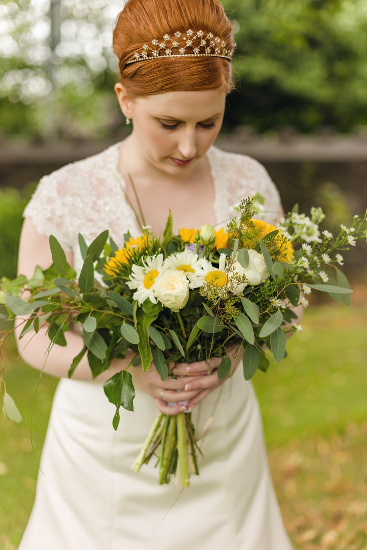 Bronagh's late summer wedding. She picked a relaxed texture and nice white and yellow colours matching her hair.
