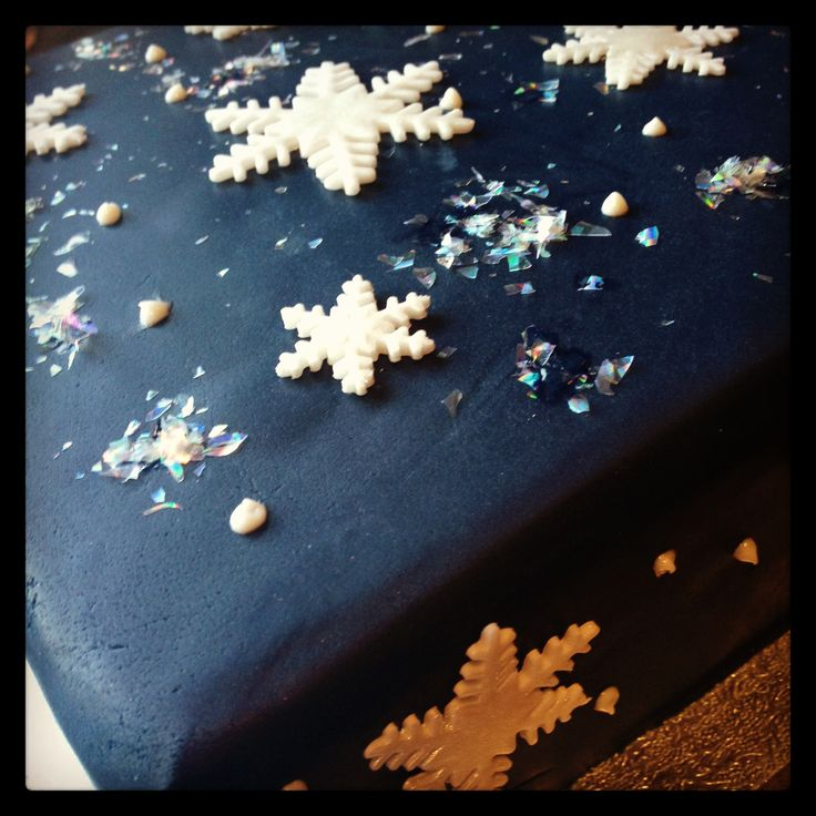 Christmas cake, very simple decorated with sugar snowflakes and a bit of edible glitter. You have to have glitter at Christmas