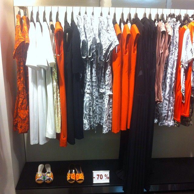 Не забудьте на выходных заглянуть в бутик Versace Collection, ведь там до сих можно приобрести вещи из прошлых коллекций со скидкой до 70%! #версаче #версачеколлекшн #спб #стиль #санктпетербург #скидки #распродажа #мода #модныйобраз #шоппинг #versace #versacecollection #spb #sale #saintpetersburg #style #look #lifestyle #fashion #fashionlook #buyme #shopping