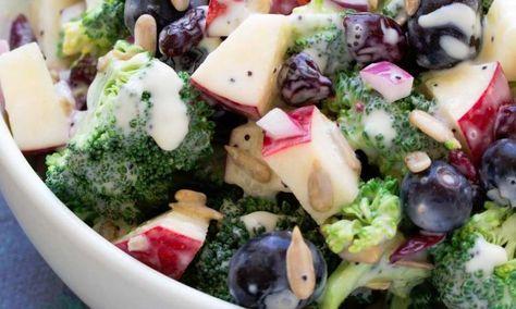 Brocoli, pommes et bleuets... vinaigrette légère, délicieuse et pour une fois sans mayo! Un must pour votre prochain BBQ