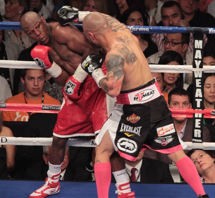 Floyd Mayweather defeated the tough Miguel Cotto with a cold and bad hand