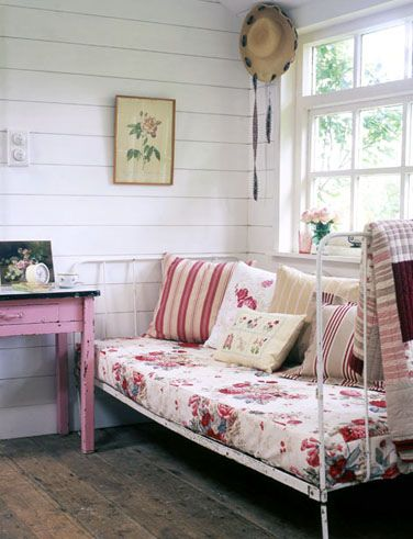 Country Interior Day Bed, wooden floors, bedroom, decor, cushions, floral, old looking, interior design