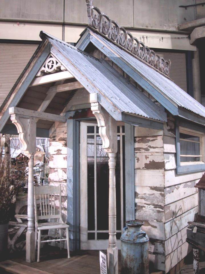 Gorgeous garden shed....it's all in the details... double roof, recycled posts, corrugated tin roof etc...