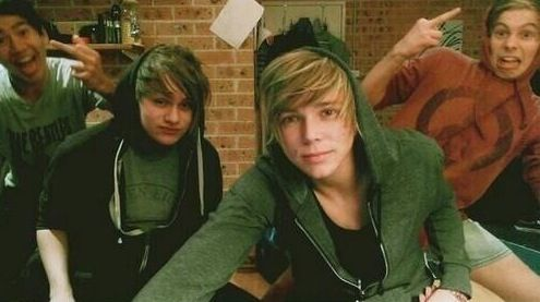 You have no clue how much I love this xP<< sAME AHHH<<Luke.hun no.