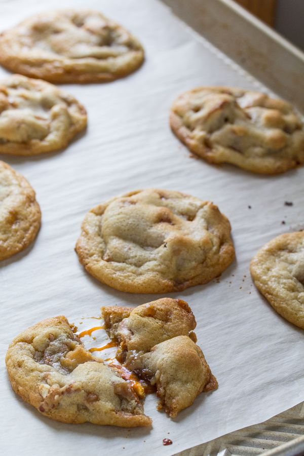 Rolo-Stuffed Pretzel Toffee Cookies, the ultimate salty/sweet cookie! #cookie #candy