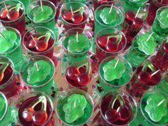 Das perfekte Jelly Shots-Rezept mit Bild und einfacher Schritt-für-Schritt-Anleitung: Grüne Götterspeise mit 5 EL Zucker mischen.1/2 Liter Wodka…