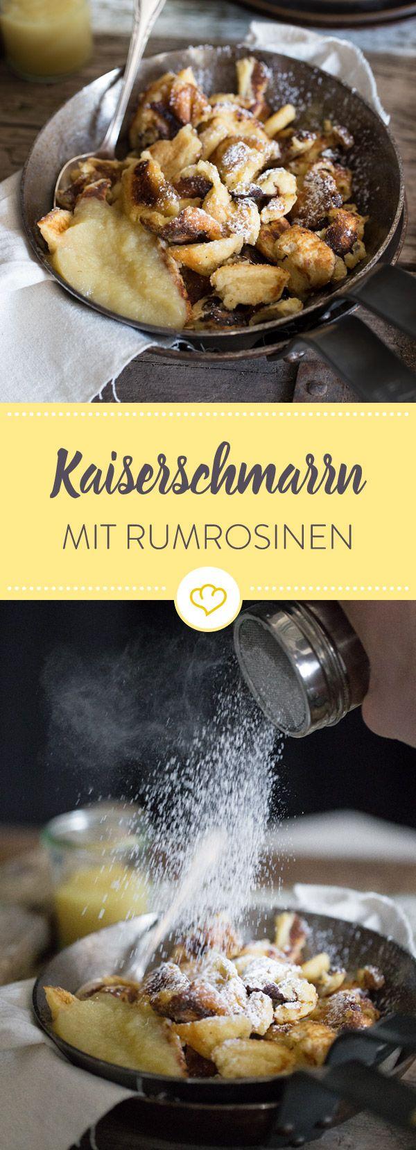 Der perfekte Kaiserschmarrn: Innen luftig, außen karamellisiert und knusprig. Die Rumrosinen im Teig machen diese Variante zum Deluxe-Rezept!