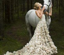 Вдохновляющая картинка светлые волосы, невеста, платье, лес, девушка, лошадь, свадьба, 624968 - Размер 570x733px - Найдите картинки на Ваш вкус